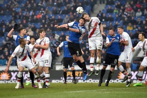 Soi kèo Arminia Bielefeld vs Cologne, 20h30 ngày 26/9, Bundesliga