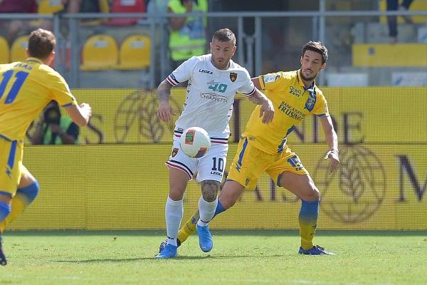 Soi kèo Frosinone vs Cosenza, 03h00 ngày 21/11, hạng 2 Italia